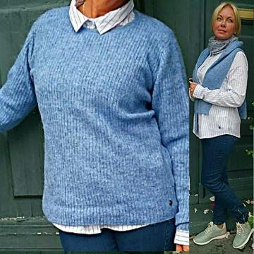 klassik-strikkegenser-lavendel-blå