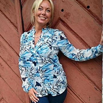 Bilde av Maja shirt elektrisk blå