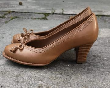 clarks-original-pumps-tan