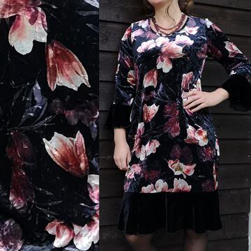 helle-kjole-sort-mmagnoliablomstermotiv