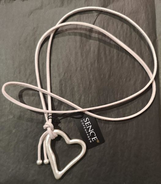 hjertesmykke-matt-sølv