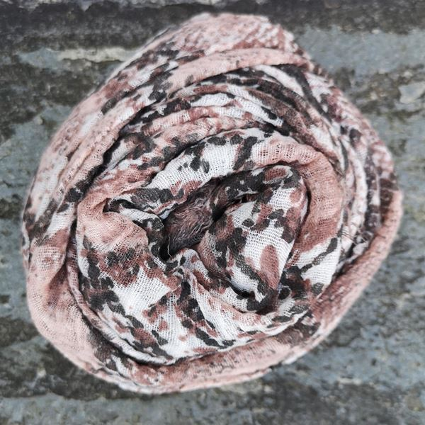 skjerf-snakeprint-rosa