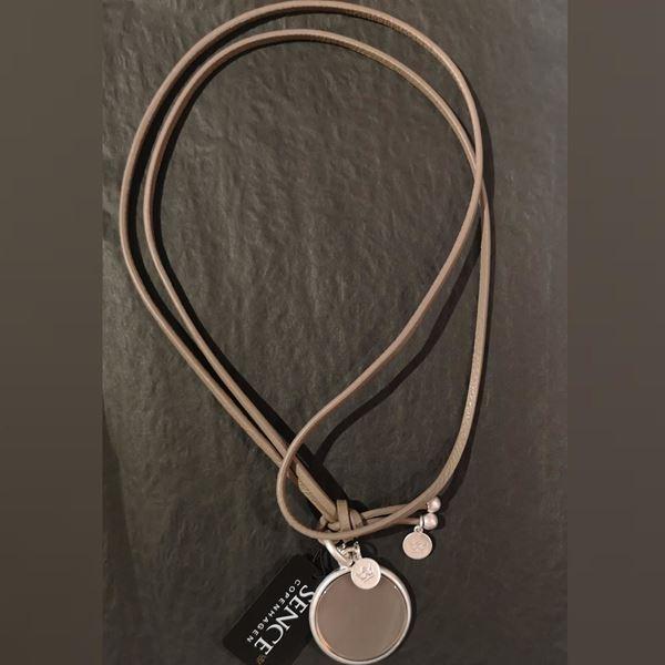 kalveskinnskjede-med-grå-agath-disk-matt-sølv