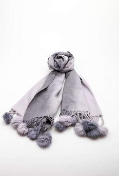 pompom-skjerf-grå